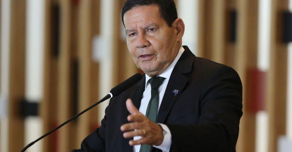 O vice-presidente da República e presidente do Conselho Nacional da Amazônia Legal, Hamilton Mourão, fala à imprensa, após a terceira reunião do colegiado, no Palácio Itamaraty em Brasília